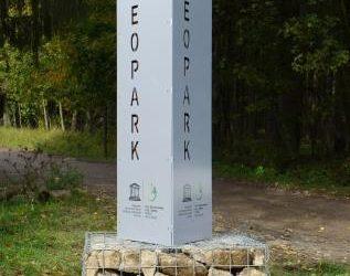 Errichtung von Geoparkstelen zur Sichtbarmachung des UNESCO Global Geoparks in Athenstedt und Zilly