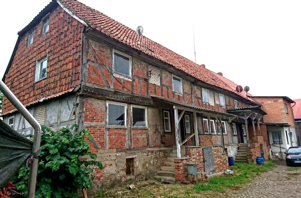 Umnutzung eines leerstehenden Wohngebäudes als Gästehaus für Fahrradtouristen und als Lager- und Laborraum der Manufaktur Casa Culina (1. BA)