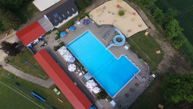 Sanierung Freibad Dedeleben 4. BA, hier Sanierung der Wasserrutsche und Erneuerung Geländer