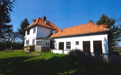Sanierung eines denkmalgeschützten Hauses aus den 30er Jahren zur Weiternutzung als Wohnraum für eine junge Familie in Anderbeck